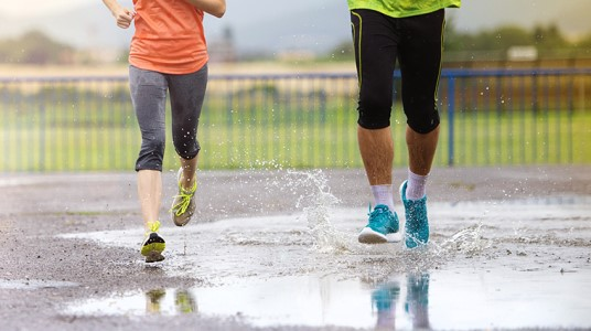 10 Easy Wardrobe Hacks For Running In The Rain