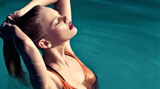 How To Save Your Hair From Chlorine This Summer