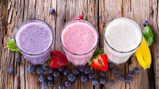 6 Smoothie Superfood Staples For The Beginner